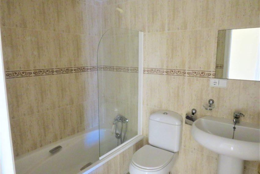 duquesa-golf-urbanization-buy-penthouse-sea-views-two-terraces-solarium-bargain-price-manilva-bathroom2
