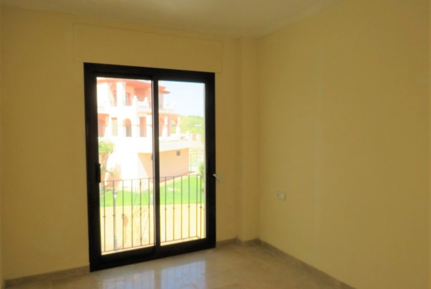duquesa-golf-urbanization-buy-penthouse-sea-views-two-terraces-solarium-bargain-price-manilva-bedroom2