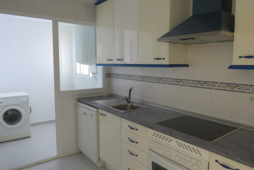 duquesa-golf-urbanization-buy-penthouse-sea-views-two-terraces-solarium-bargain-price-manilva-kitchen