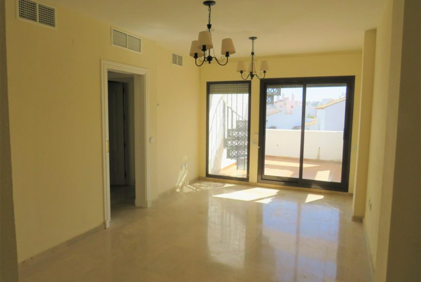 duquesa-golf-urbanization-buy-penthouse-sea-views-two-terraces-solarium-bargain-price-manilva-living-room