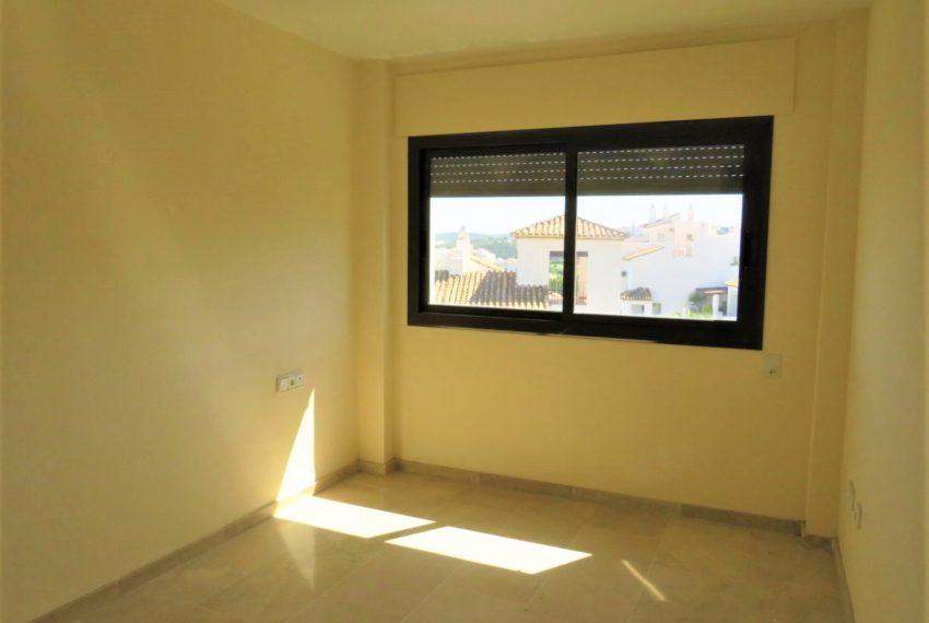 duquesa-golf-urbanization-buy-penthouse-sea-views-two-terraces-solarium-bargain-price-manilva-main-bedroom