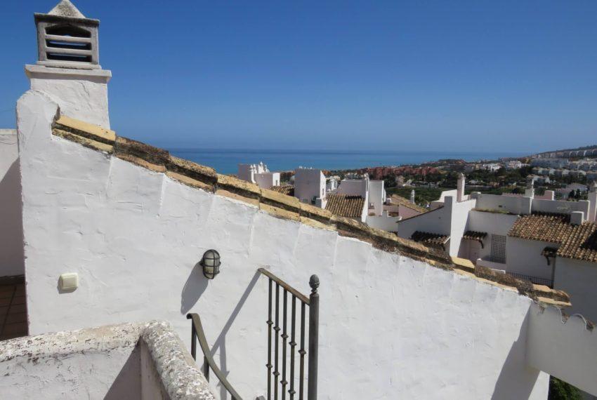 duquesa-golf-urbanization-buy-penthouse-sea-views-two-terraces-solarium-bargain-price-manilva-solarium-sea-views
