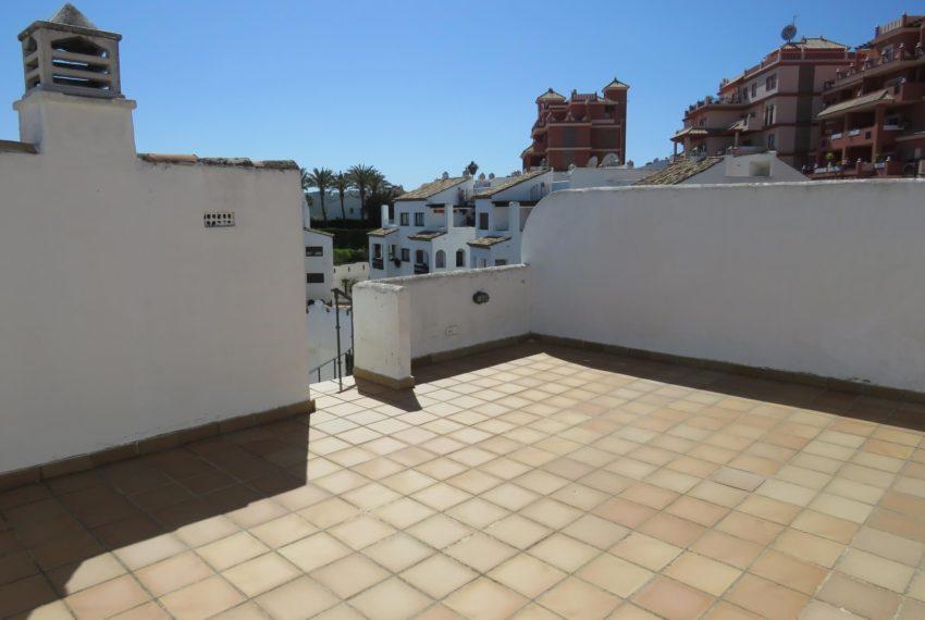 duquesa-golf-urbanization-buy-penthouse-sea-views-two-terraces-solarium-bargain-price-manilva-solarium-size