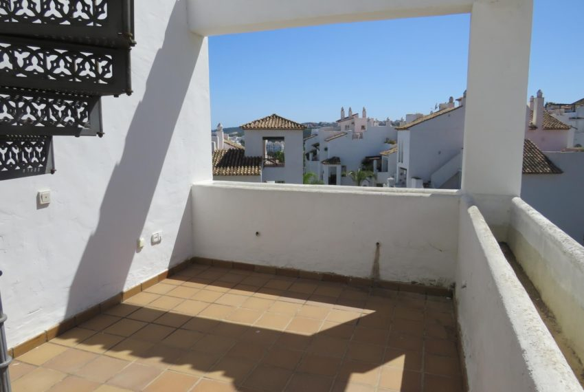 duquesa-golf-urbanization-buy-penthouse-sea-views-two-terraces-solarium-bargain-price-manilva-terrace1