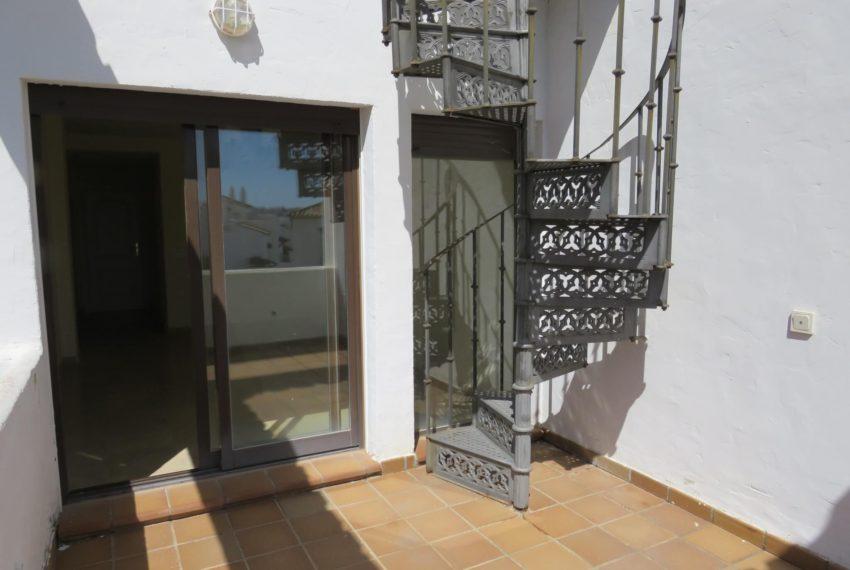 duquesa-golf-urbanization-buy-penthouse-sea-views-two-terraces-solarium-bargain-price-manilva-terrace1-stairs