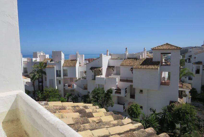 duquesa-golf-urbanization-buy-penthouse-sea-views-two-terraces-solarium-bargain-price-manilva-terrace1-views