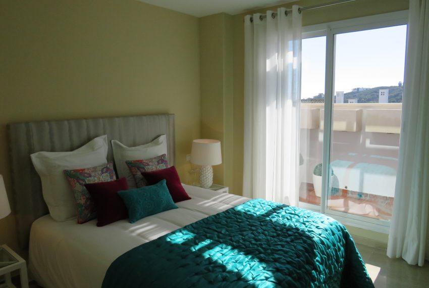 groundfloor-sell-alcaidesa-bedroom-10