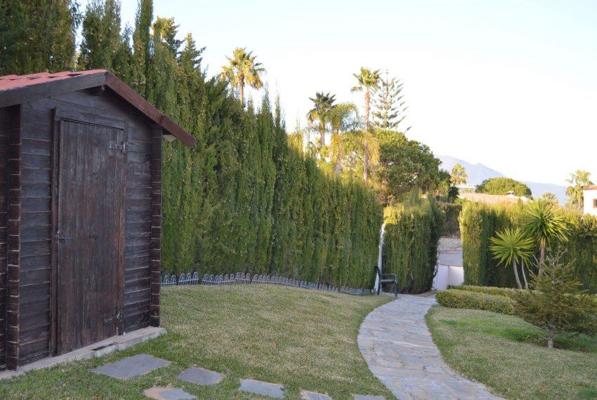 Villa-hacienda-guadalupe-in-sell-outdoor-log-room