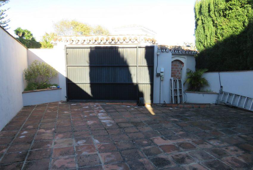 Villa-hacienda-guadalupe-parking-in-sell