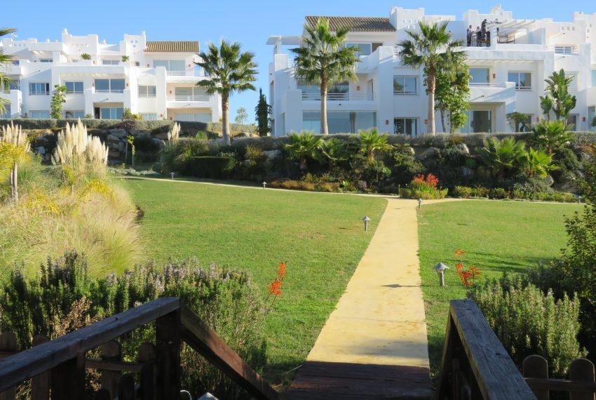 buy-a-house-in-alcazaba-lagoon-estepona-spain
