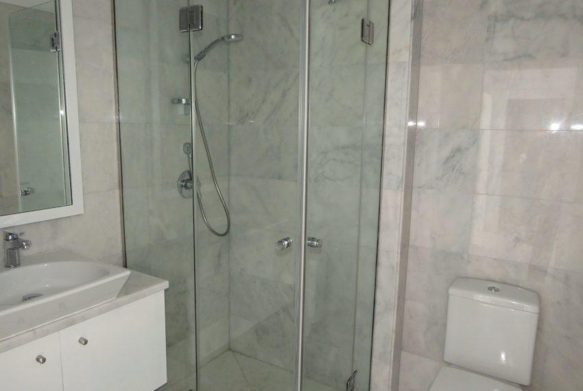 buy-a-property-ground-floor-casares-beach-spain-2nd-bathroom