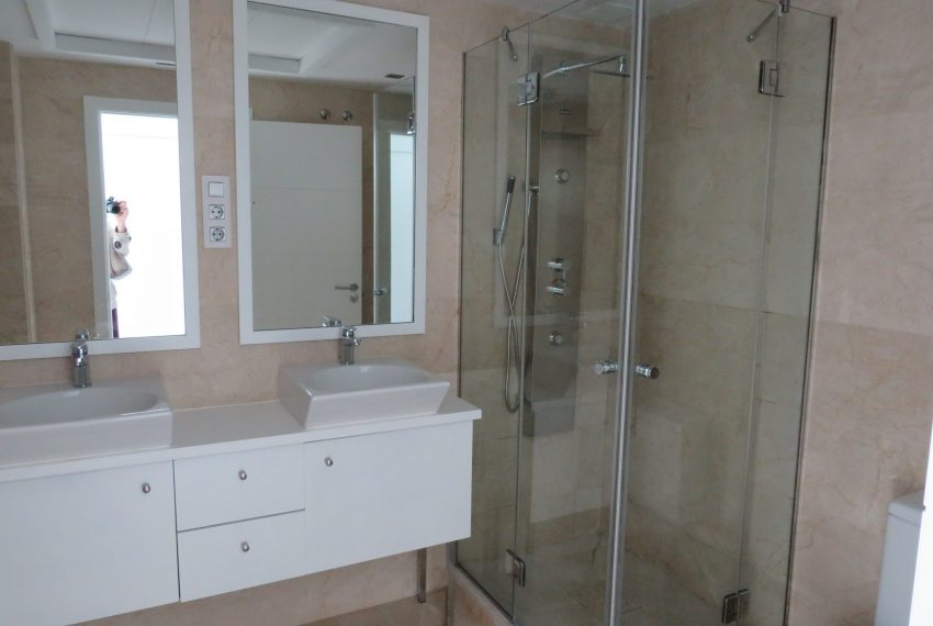buy-a-property-ground-floor-casares-beach-spain-bathroom-main
