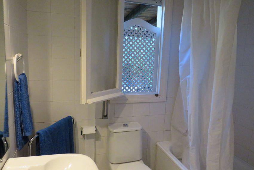 buy-villa-sotogrande-bath