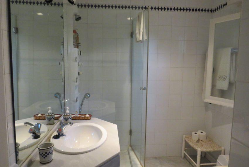 buy-villa-sotogrande-bathroom3