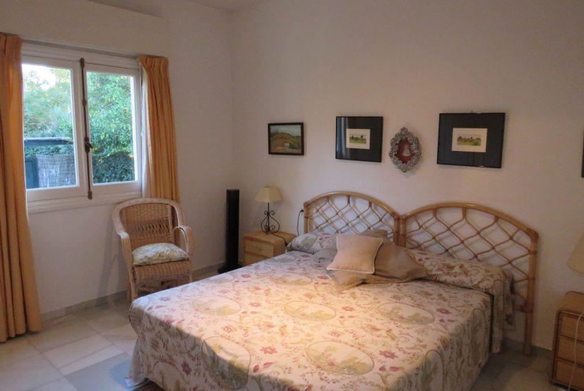 buy-villa-sotogrande-bedroom4