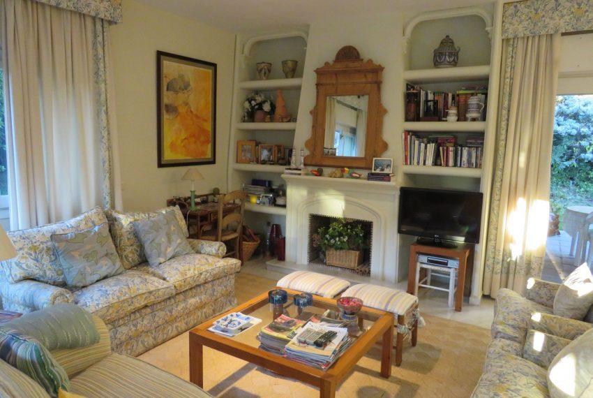 buy-villa-sotogrande-living-room-chimney