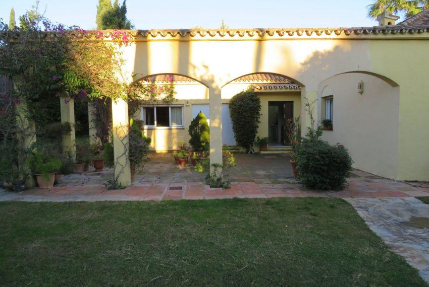 buy-villa-sotogrande-plot-view