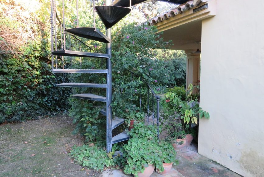 buy-villa-sotogrande-roof-top-spiral-starcase
