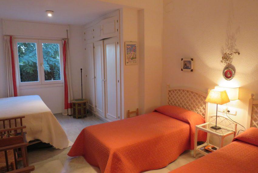 buy-villa-sotogrande-room-3-beds