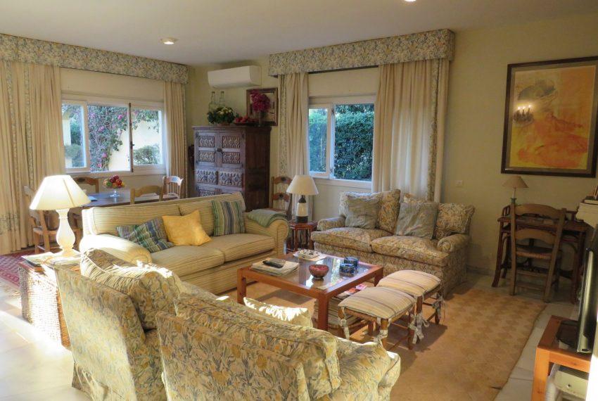 buy-villa-sotogrande-stunning-living-room