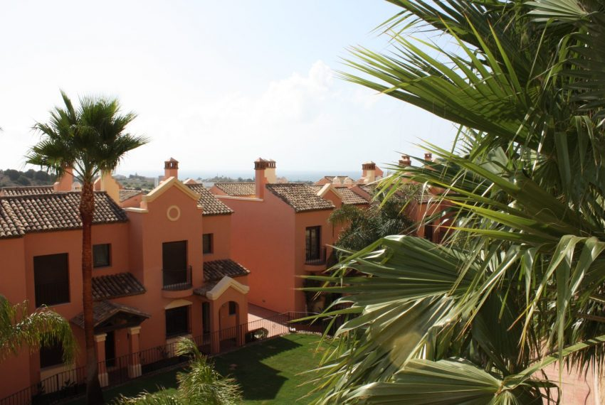 ibergolf-buy-townhouse-golf-seaviews-development-estepona