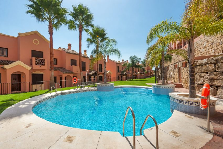 ibergolf-estepona-seaviews-swimmingpool-garden-buy