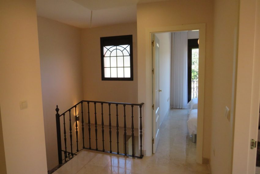 selling-townhouse-in-spain-estepona-spain-inside-house-view