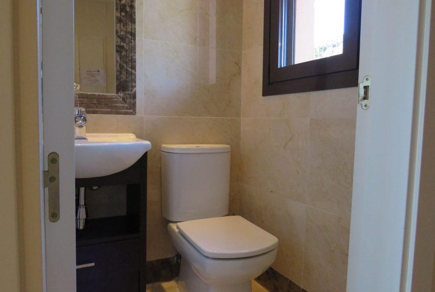 selling-townhouse-in-spain-estepona-spain-mini-bathroom