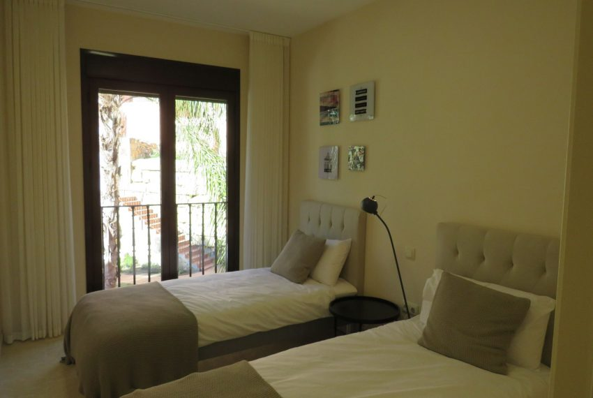 selling-townhouse-in-spain-estepona-spain-visitors-bedroom