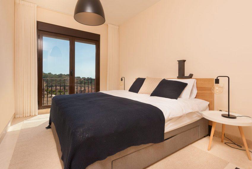 townhouse-buy-estepona-golf-sea-views-master-badroom