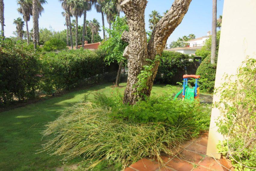 villa-to-buy-sotogrande-all-bedrooms-in-one-floor-terrace-children-garden