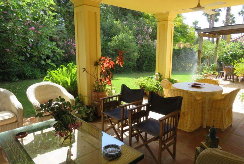 villa-to-buy-sotogrande-all-bedrooms-in-one-floor-terrace-corner-sitting-area