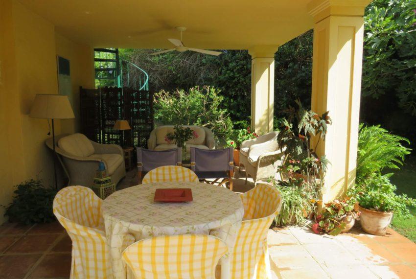 villa-to-buy-sotogrande-all-bedrooms-in-one-floor-terrace-dinning-table