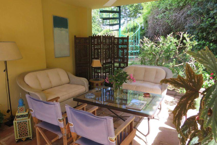 villa-to-buy-sotogrande-all-bedrooms-in-one-floor-terrace-living-corner