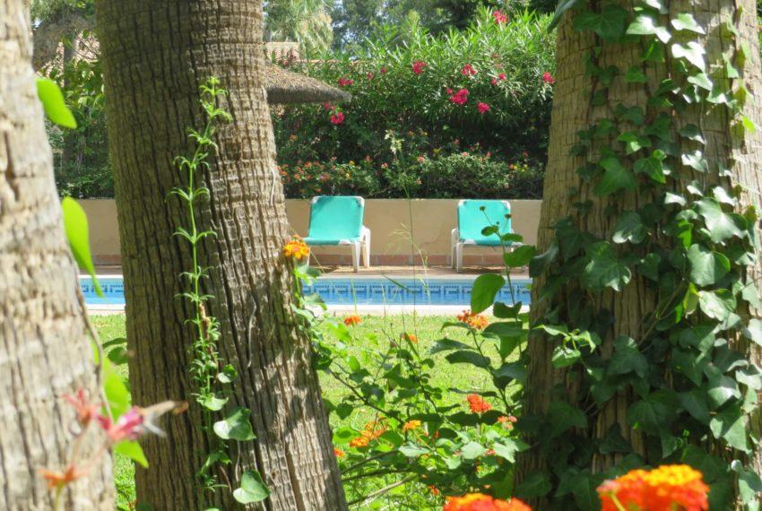 villa-to-buy-sotogrande-all-bedrooms-in-one-floor-terrace-pool-garden