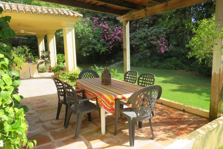 villa-to-buy-sotogrande-all-bedrooms-in-one-floor-terrace-right-side