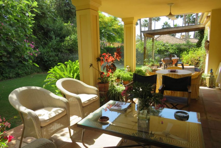 villa-to-buy-sotogrande-all-bedrooms-in-one-floor-terrace-same