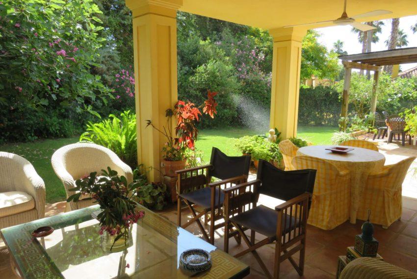 villa-to-buy-sotogrande-all-bedrooms-in-one-floor-terrace-stairs