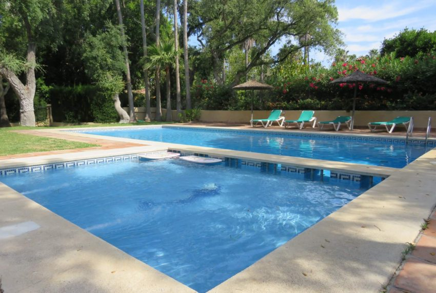 villa-to-buy-sotogrande-all-bedrooms-in-one-floor-terrace-two-pools