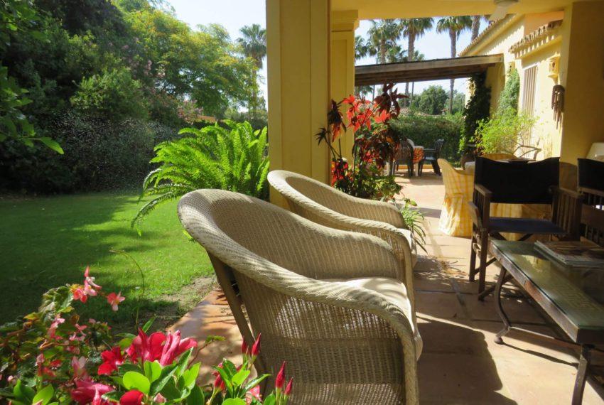 villa-to-buy-sotogrande-all-bedrooms-in-one-floor-terrace-view-all-back