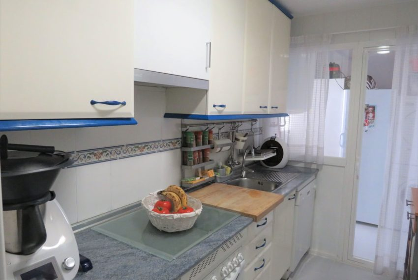 fuentes-duquesa-apartamento-for-sell-manilva-kitchen