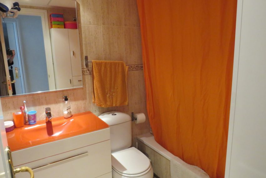 fuentes-duquesa-apartment-buy-near-golf-second-bathroom-2