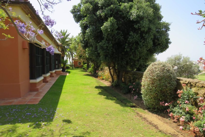 Duquesa-villa-to-buy-wiht-stunning-sea-golf-views-private-garden-entrance-corner-garden-2