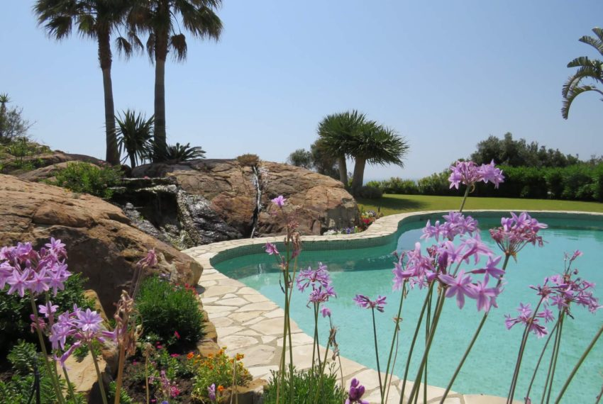 Duquesa-villa-to-buy-wiht-stunning-sea-golf-views-private-garden-entrance-flowers-pool