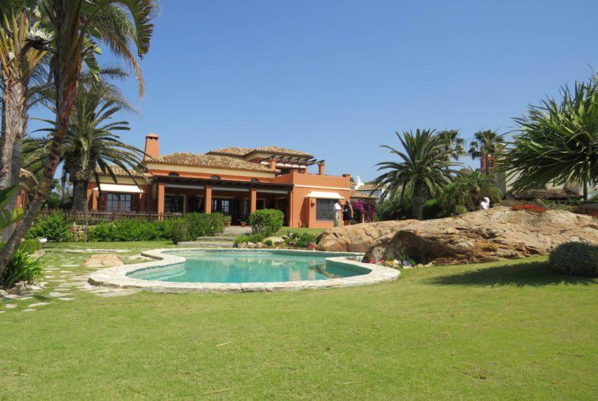 Duquesa-villa-to-buy-wiht-stunning-sea-golf-views-private-garden-entrance-garden (2)