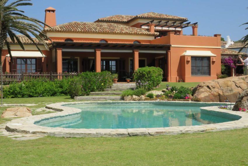 Duquesa-villa-to-buy-wiht-stunning-sea-golf-views-private-garden-entrance-house