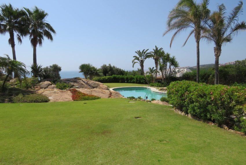 Duquesa-villa-to-buy-wiht-stunning-sea-golf-views-private-garden-entrance-main-entrance (3)