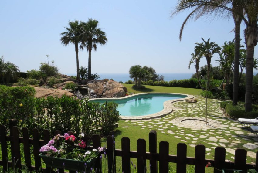 Duquesa-villa-to-buy-wiht-stunning-sea-golf-views-private-garden-entrance-main-entrance (4)