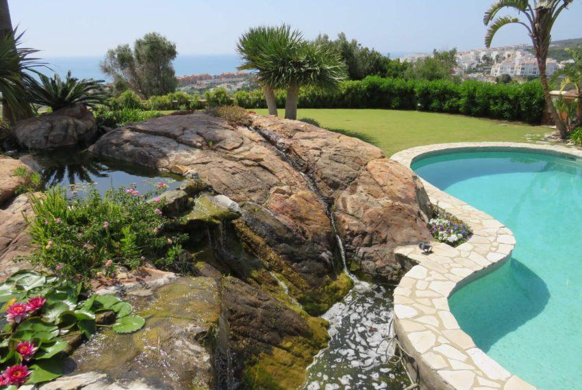 Duquesa-villa-to-buy-wiht-stunning-sea-golf-views-private-garden-entrance-rocs-pool