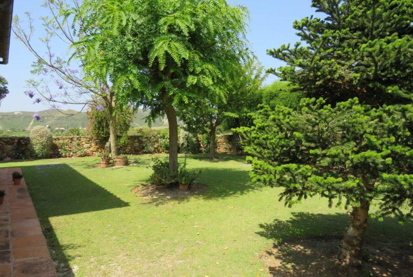 Duquesa-villa-to-buy-wiht-stunning-sea-golf-views-private-garden-entrance-side-garden-2